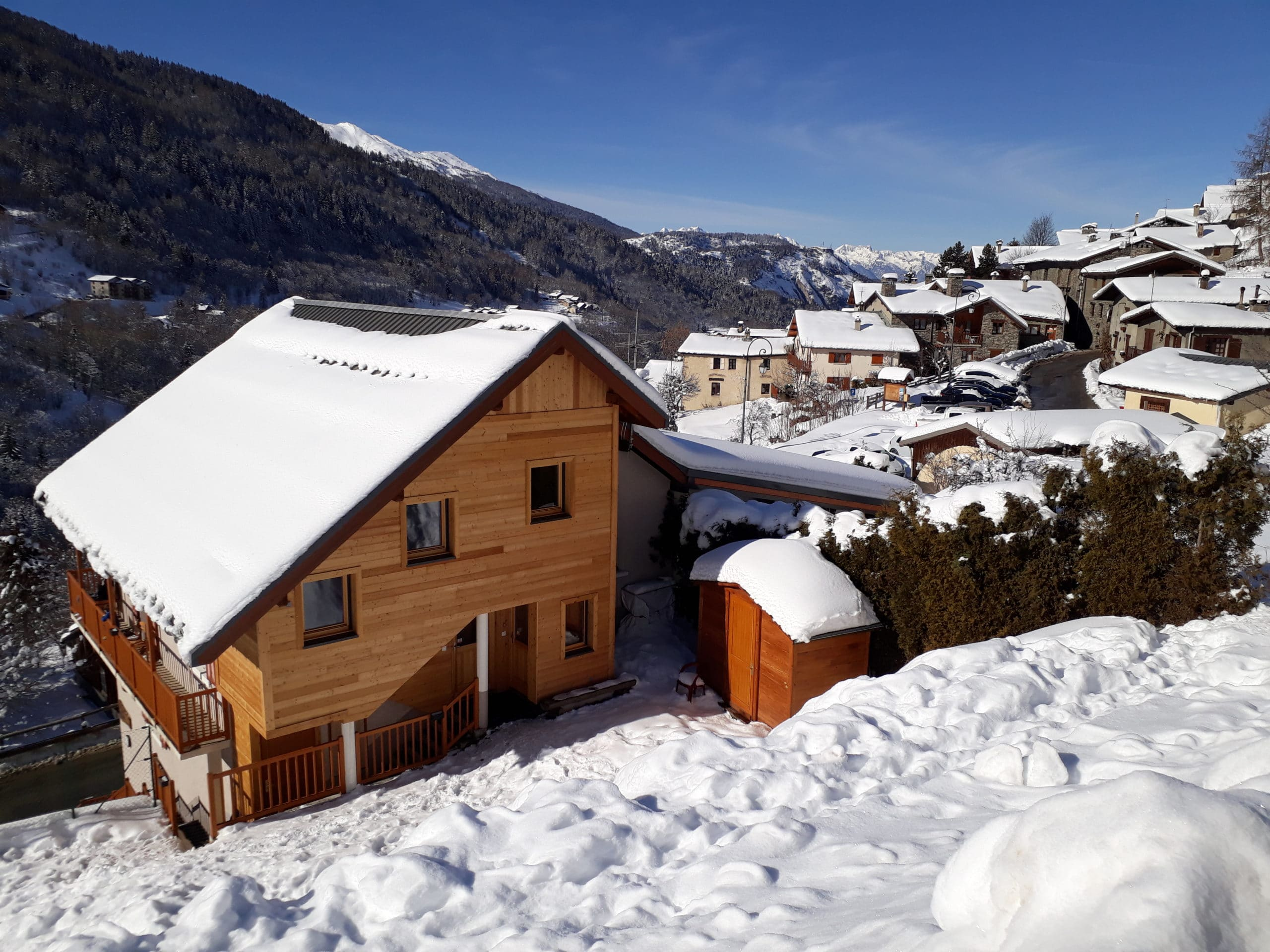 Chalet les Garands en hiver à Valmenier village